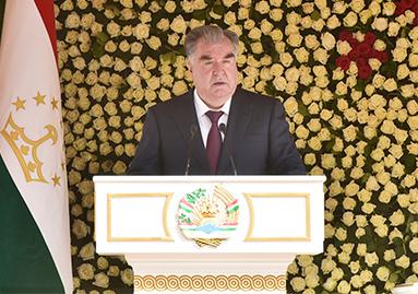 Президент страны Эмомали Рахмон провел встречу с руководителями и активистами Айнинского района