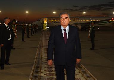 Президент Республики Таджикистан Эмомали Рахмон прибыл с государственным визитом в столицу Туркменистана – город Ашхабад